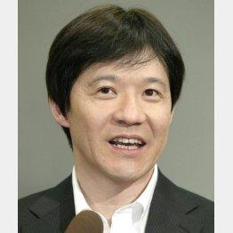 """""""ひとり4役""""を務めた力作(C)日刊ゲンダイ"""