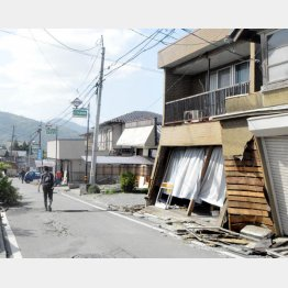 4月は熊本地震が起きた(C)日刊ゲンダイ