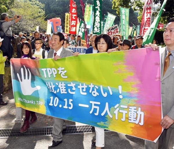 反対の行動は続く(C)日刊ゲンダイ