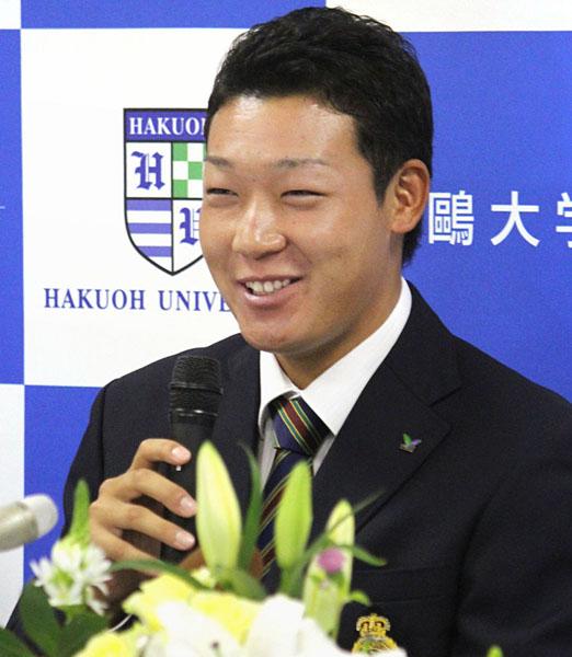 阪神から1位指名され、笑顔で会見した大山(C)共同通信社