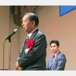 パーティーであいさつした自民党の二階幹事長(C)日刊ゲンダイ
