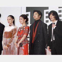 左から蒼井優、高畑充希、太賀、石崎ひゅーい(C)日刊ゲンダイ