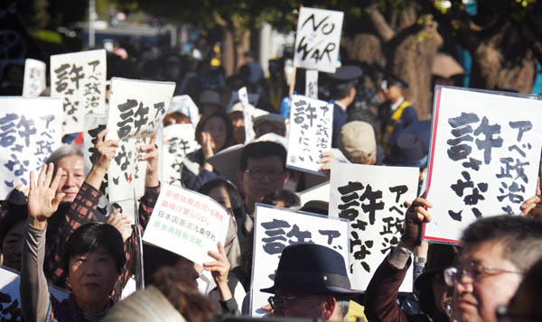 市民の抗議活動を「恥ずかしい」と決めつけて議論封じ(C)日刊ゲンダイ