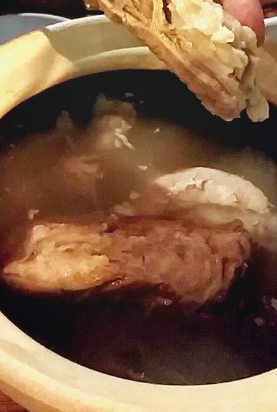 「松記鶏飯」の『パクテ』/(C)日刊ゲンダイ