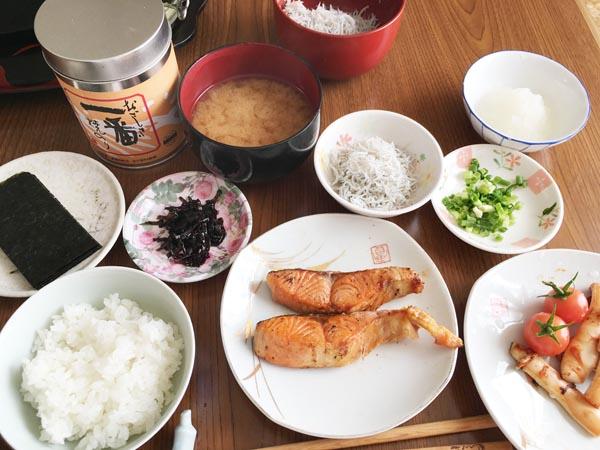 こだわりの朝食セット(C)日刊ゲンダイ