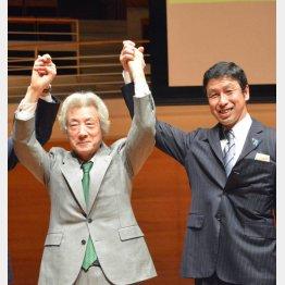 米山新潟県知事(右)も駆け付けた(C)日刊ゲンダイ