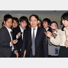 お偉方は緊急会合(財務省の浅川財務官)/(C)日刊ゲンダイ