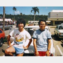 同僚とグアム旅行で(左が本人)