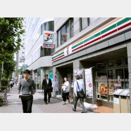 セブン-イレブンの「セブンカフェ」が好調/(C)日刊ゲンダイ