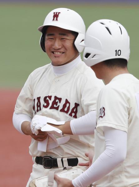 準決勝の一回にタイムリーを放ち、笑顔の野村(C)日刊ゲンダイ