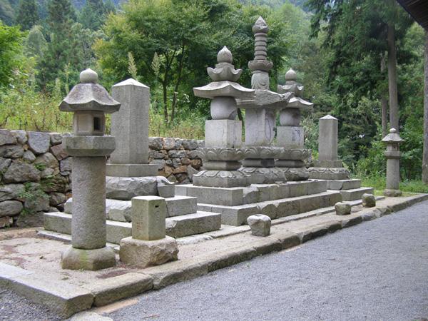 武田勝頼の墓(提供・甲州市)