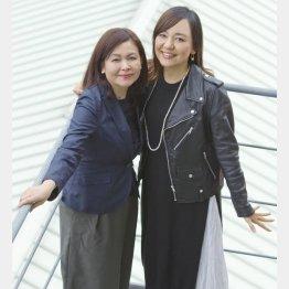 「こまつ座」代表の井上麻矢氏(左)と普天間かおり