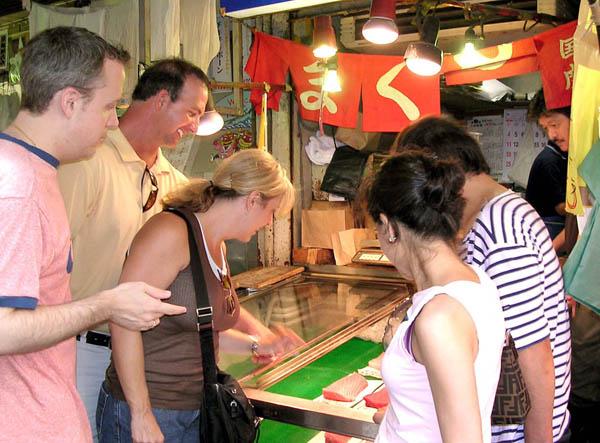 外国人観光客が試してみたいこと1位は「和食」(C)日刊ゲンダイ