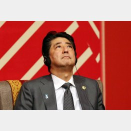 APECビジネス諮問委員会との会合に出席する安倍首相(C)ロイター