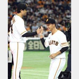 期待の大きい吉川尚輝(右)と高橋監督