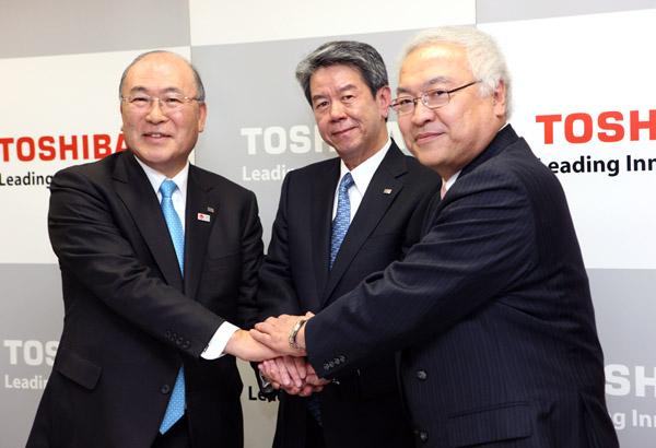 左から西田厚聡、田中久雄、佐々木則夫の3氏(C)日刊ゲンダイ