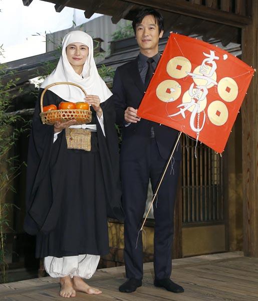 堺雅人から柴咲コウへバトンタッチ(C)日刊ゲンダイ