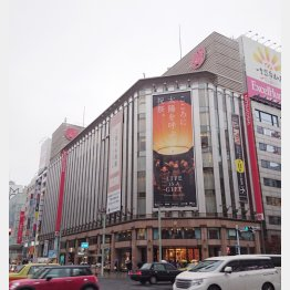 爆買いの恩恵が薄れ…(三越銀座店)/(C)日刊ゲンダイ