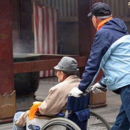 <4>親1人子1人年々増加…介護離職リスク50歳から急上昇