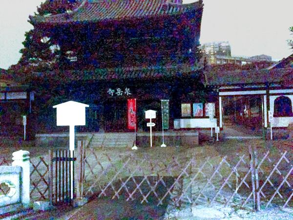 夜の泉岳寺(C)日刊ゲンダイ