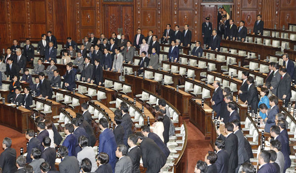 IR法案採決(C)日刊ゲンダイ