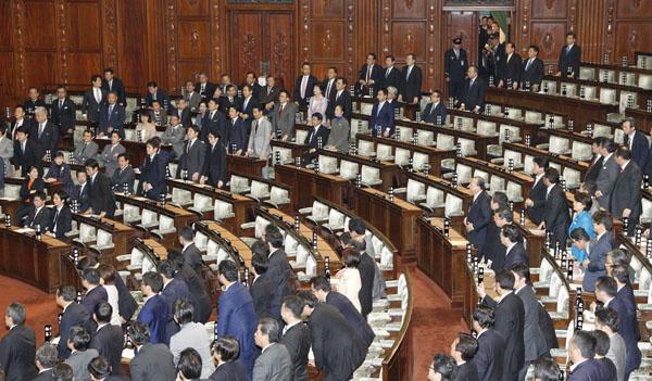 民進党などが退席した衆院採決(C)日刊ゲンダイ