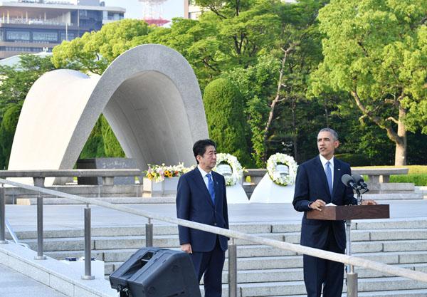 オバマの広島訪問でも支持率アップ(代表撮影)
