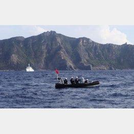 尖閣諸島の緊張も続いている(魚釣島を警備する海上保安庁)/(C)ロイター