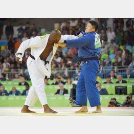 リオ五輪の男子100キロ超級決勝では逃げるリネール(左)が金メダル/(C)JMPA