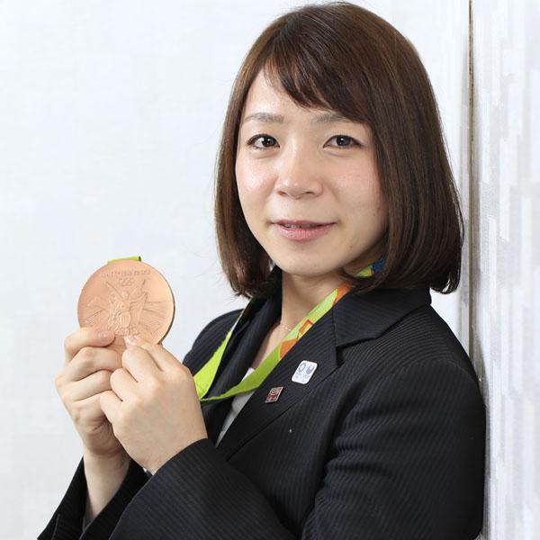 現在はいちごHDウエートリフティング部選手兼任コーチ(C)日刊ゲンダイ