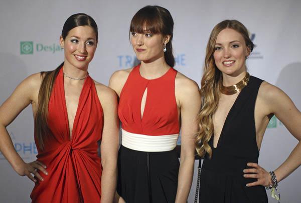 左からクロエ、マキシム、ジャスティンの3姉妹(C)ロイター