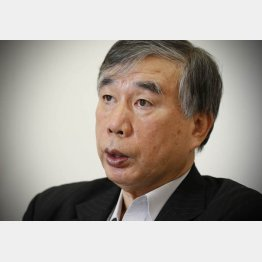 自殺した女性の遺族代理人を務める川人博氏(C)日刊ゲンダイ