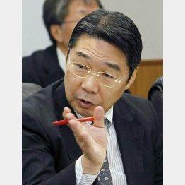 天下りあっせん疑惑で辞任した前川次官(C)共同通信社