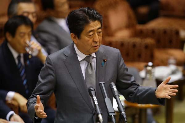 """""""でんでん総理""""は知らんぷり(C)日刊ゲンダイ"""