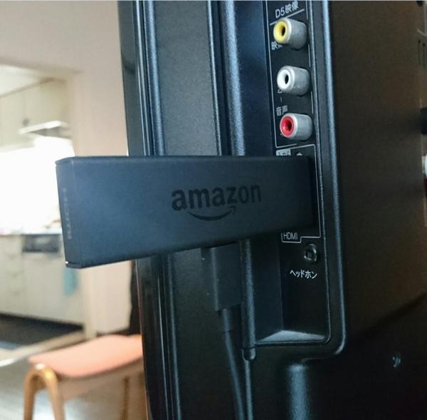 Amazon Fire TV StickをテレビのHDMI端子に接続(C)日刊ゲンダイ