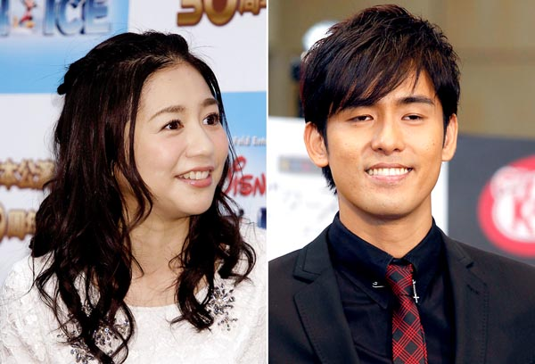 関根麻里(左)と韓国人歌手のK/(C)日刊ゲンダイ