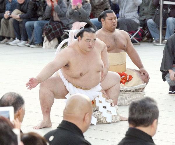 約1万8000人の観衆は大喜び(C)日刊ゲンダイ
