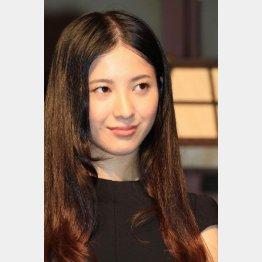 以前はロングヘアだった吉高由里子(C)日刊ゲンダイ