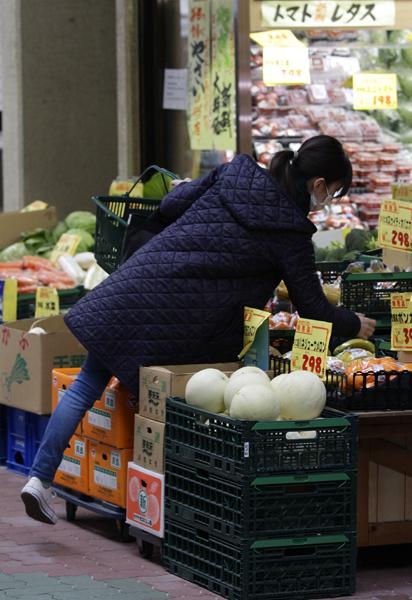 野菜は高騰(C)日刊ゲンダイ