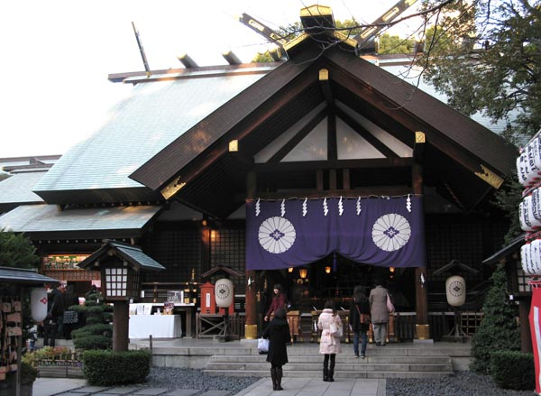 縁結びで有名な東京大神宮(C)日刊ゲンダイ