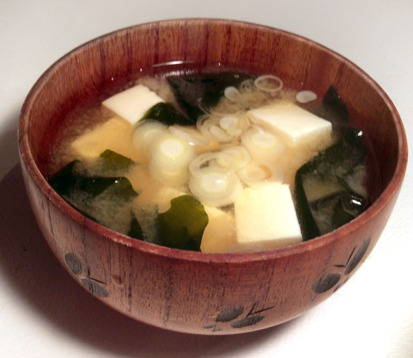 豆腐とワカメの味噌汁(C)日刊ゲンダイ