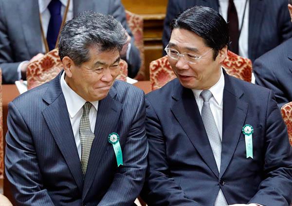 文科省人事課OBの嶋貫和男氏(左)と前川喜平前事務次官(C)日刊ゲンダイ
