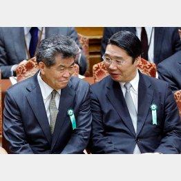 文科省人事課OBの嶋貫和男氏(左)と前川喜平前事務次官