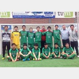 ドイツで躍動した永井監督(左)と東京Vユースの選手たち(写真提供・一般社団法人ハーレンフースバルジャパン)