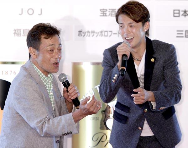 清水アキラ(左)と清水良太郎/(C)日刊ゲンダイ