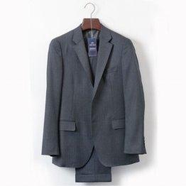 記者のスーツも新品同様に(C)日刊ゲンダイ