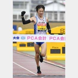 別大毎日マラソンを制した中本(C)共同通信社