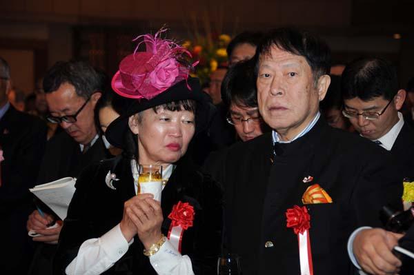 アパホテルの元谷代表と妻の芙美子社長(C)日刊ゲンダイ