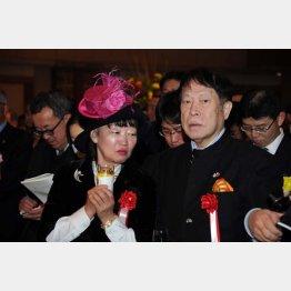 アパホテルの元谷代表と妻の芙美子社長
