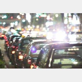 年間輸送人員数は10年間で3割減(C)日刊ゲンダイ